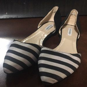 Cape Robbin Black and white shoes